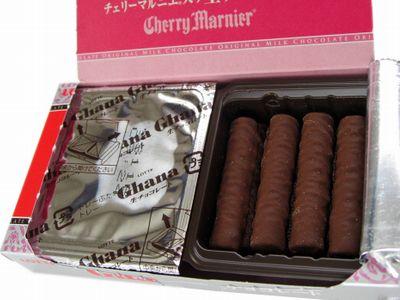 ロッテ--Ghana 生チョコレート チェリーマルニエ仕立て。