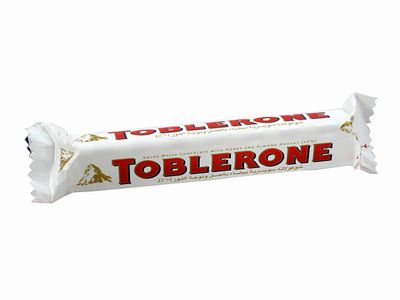 TOBLERONE--ホワイト(ハニー&アーモンドヌガー)。