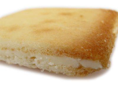 石屋製菓--白い恋人。