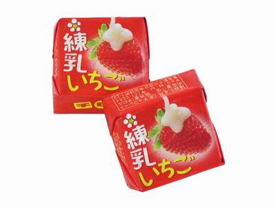 チロルチョコ--いちごがいっぱい(練乳いちご)。