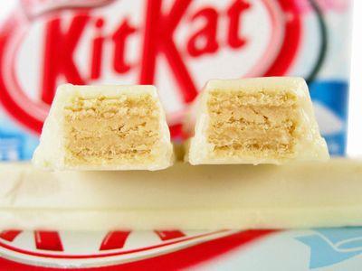 ネスレ--キットカット 塩ホワイトチョコ。