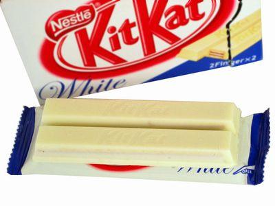 ネスレ--キットカット ホワイト。