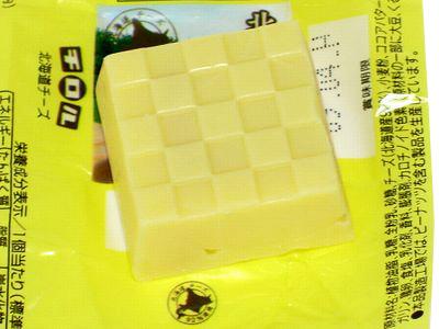 チロルチョコ--北海道チーズ。