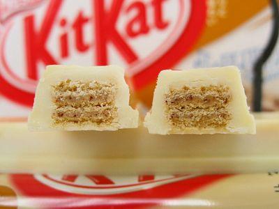 ネスレ--キットカット キャラメルマキアート味。