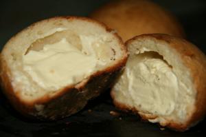 森のクリームチーズパン