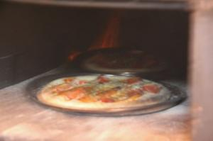 石窯でピザ