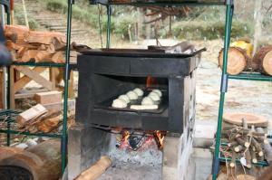 石窯さんで焼きます♪