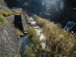 朝日輝く滝川