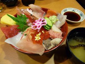 たっぷり満足海鮮丼