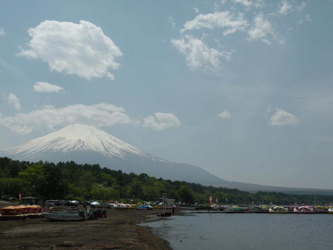 山中湖から富士山を望む!.