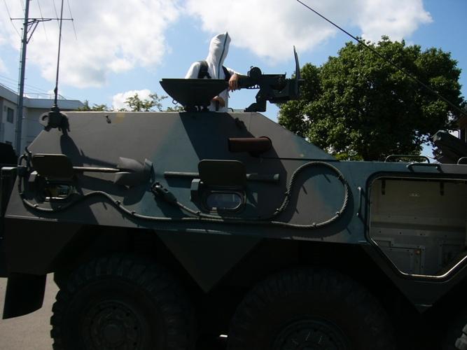 WING 戦車の上