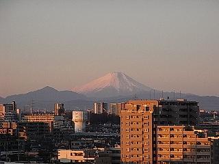 初日に照る富士