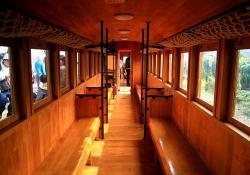 ヒノキ客車の車内