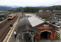 北宇智に停車中の王寺行き電車(2007.3.10)