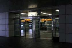 閑散とした小牧駅入口