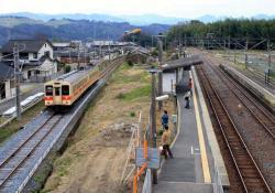 北宇智に進入する王寺行き電車(2007.3.10)