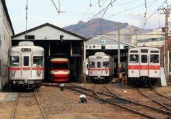 須坂車庫で改造中の第2編成(2006.11.18)