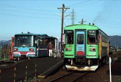 北方真桑駅での交換風景