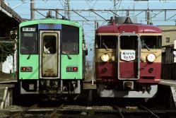 1133D(左)と9134M(城川原駅にて)