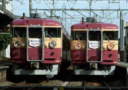 9133M(左)と1132Mの離合(城川原駅にて)
