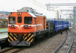 松山駅に進入する特別列車