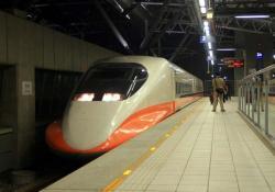台中駅に進入する試運転列車(2006.12.30)