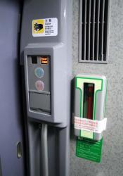 ドアスイッチと非常脱出用ハンマー(2006.12.30)
