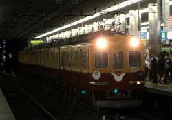 京橋駅を通過する回送
