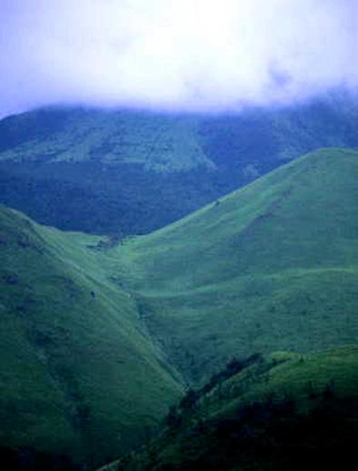 狭霧の由布岳