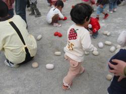 幼稚園の運動会(玉入れ)
