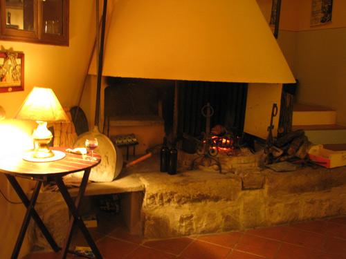 イタリア フィレンツェ カーサパルミラ 暖炉 全体