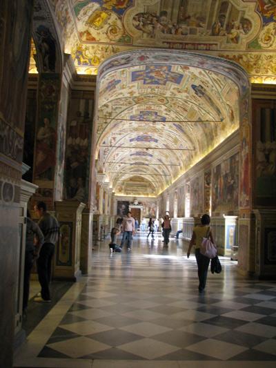 イタリア ローマ ヴァチカン美術館 廊下