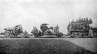 4輪駆動牽引車M12とシュコダ砲
