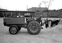 農業用トラクター110型