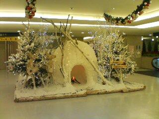 某生命ビル地下1階の不思議なクリスマス飾り