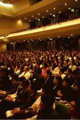 熱気あふれる会場・日本青年館大ホール