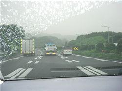雨模様の東名高速