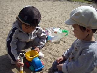 砂場遊び指導中