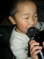歌ってま~す♪