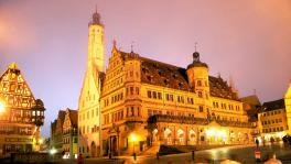 夜の市庁舎