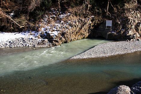 白丸ダム上放水口