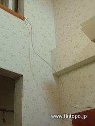 二階へ伸びるUSB延長ケーブル