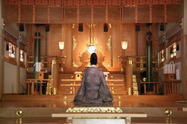 神社にて。