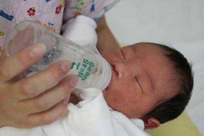 ミルクのみ赤ちゃん。