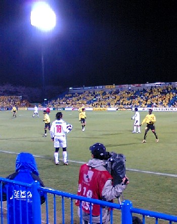 05 Apr 07 - Who wants it? Takuro Nishimura is summarily ignored by his team-mates