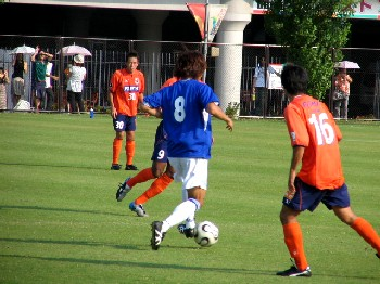 05 Aug 06 - In the midfield battle, as Sakurai looks on