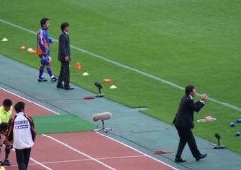 09 Oct 07 - Satoru Sakuma, coaching genius, cheers on his boys