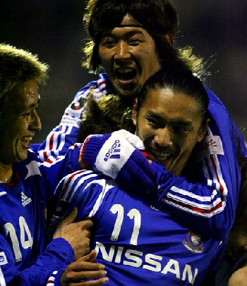 10 Apr 07 - Happy times for Marinos as they beat S-Pulse in the Nabisco Cup