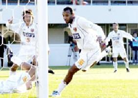 12 Dec 05 - Toninho heads Omiya into the last eight