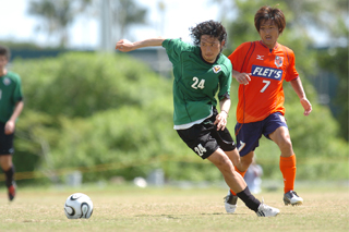 12 Feb 06 - New Squirrel Naoya Saeki challenges Verdy's Koji Matsuura